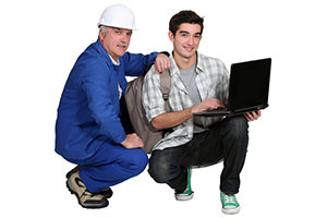 Photo of experience worker with apprentice
